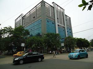 In diamond prestige 950 sq ft furnished office on a j c bose