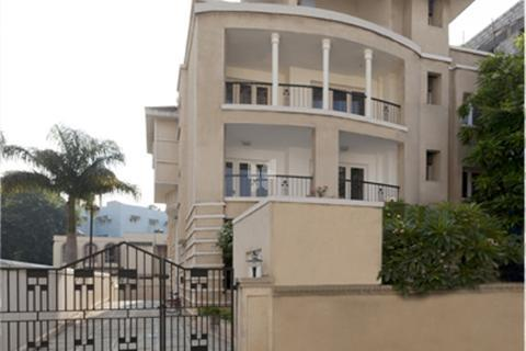 Excellent large three bedroom flat for sale cunningham road