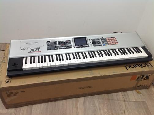 New hand roland fantom x8 synthesiser