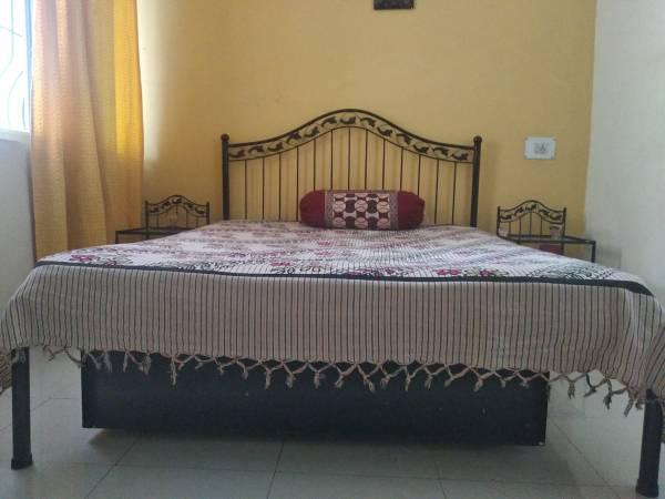 R iron queen bed set - furniture - by owner
