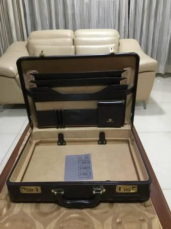 New samsonite briefcase - household items - by owner