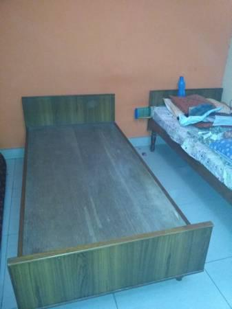 Single cot with mattress - furniture - by owner