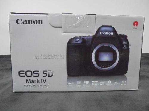 Canon 5d mark iv with box and accessories