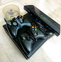 Xbox 360 with 2 controllers, kinect and 20 games
