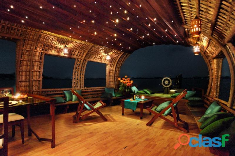 Luxury houseboat in kerala