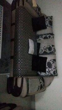 7seater sofa in very good condition (3+2+2) wiyh centre