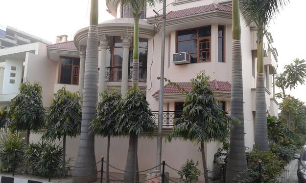 2bhk in Sector 5 Gurgaon near Bus stand 9971536944