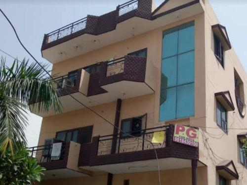 2bhk in Sector 5 Gurgaon near Railway station 9971536944
