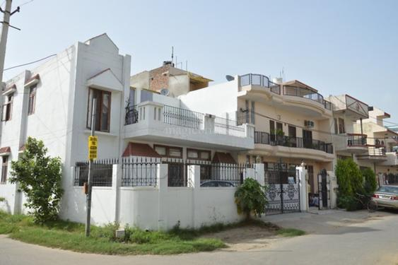 2bhk in Sector 5 Gurgaon near Signature tower 9899540456