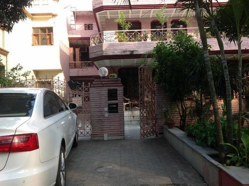 2bhk in sector 4 gurgaon near vaishya samaj 9899540456