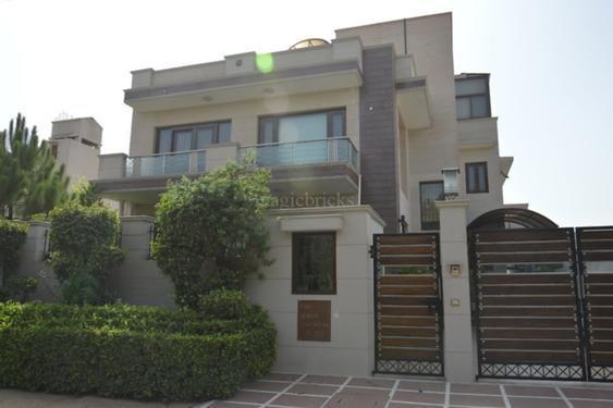 2bhk in sector 7 gurgaon near jai cinema chowk 9899540456