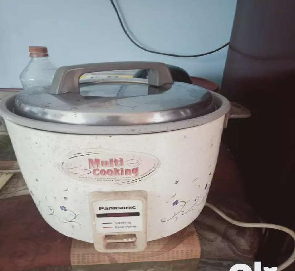Panosonic multi purpose cooking cooker automatic in good
