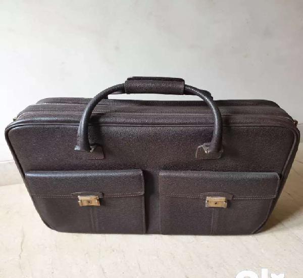 Bvlgari overnighter handbag - used.