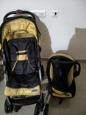 Graco car seat and juniors stroller and car seat