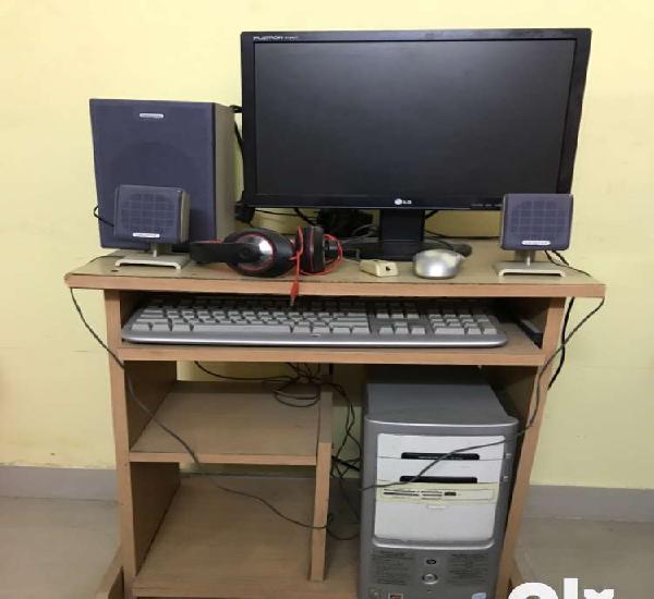 Desktop & computer table