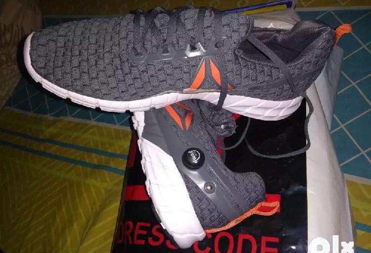 Reebok pump shoes size 9
