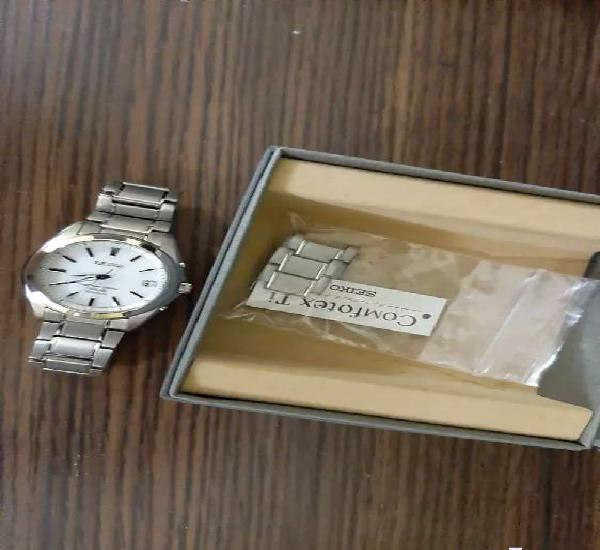 Seiko radio wave control solar titanium wrist watch