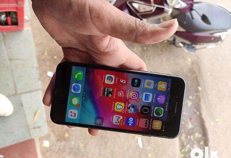 Iphone 7 32 gb black good condition