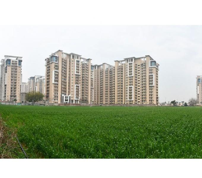 Emaar palm gardens: 3bhk+servant @ inr 1.02 cr.