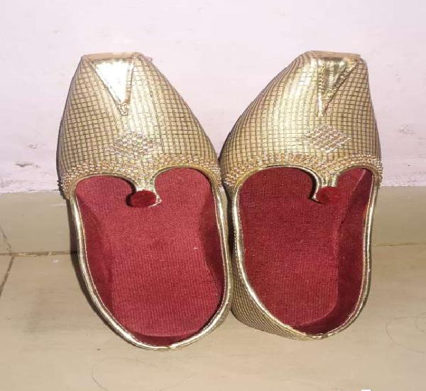 I want sell wedding mujadi is very good condition & new