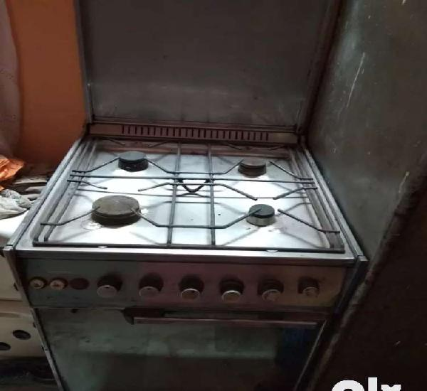 4 burner cooktop with grill