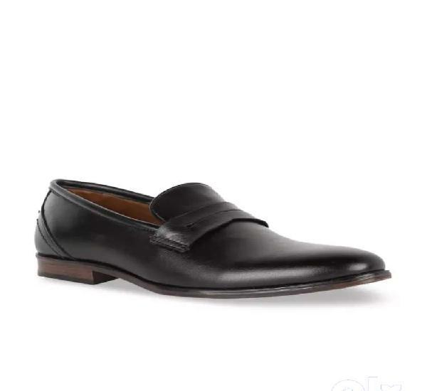 Unused peter england formal shoes