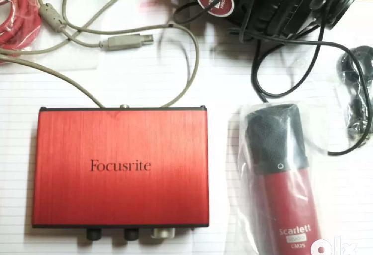 Focusrite scarlett solo kit condenser mic,sound card,