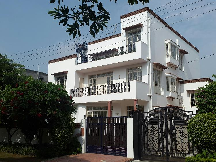 2bhk in sector 17 near to mg metro stn gurgaon 9899323880