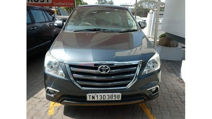 Toyota innova 2 5 v 8 str 2015 diesel