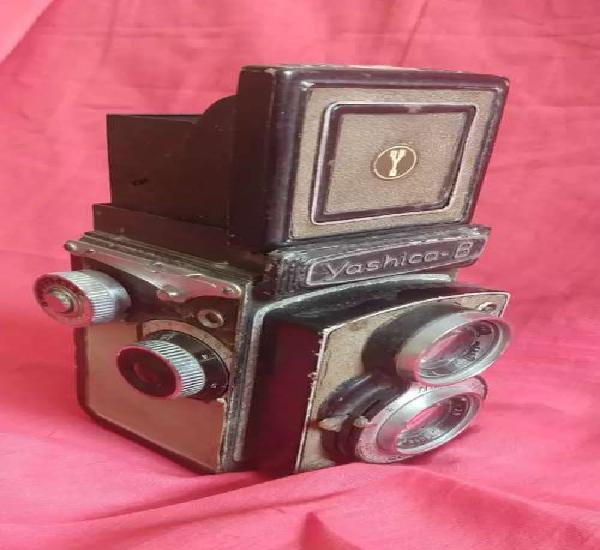 Antique vintage yashica b camera