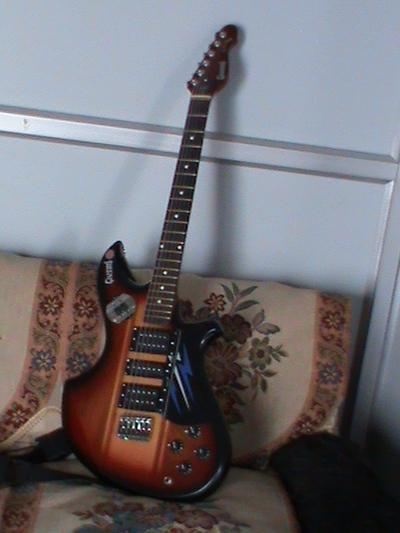Electric guitar g.s 1000 in great condition