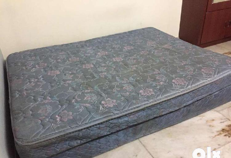 Queen size bed cot with mattress 6*5