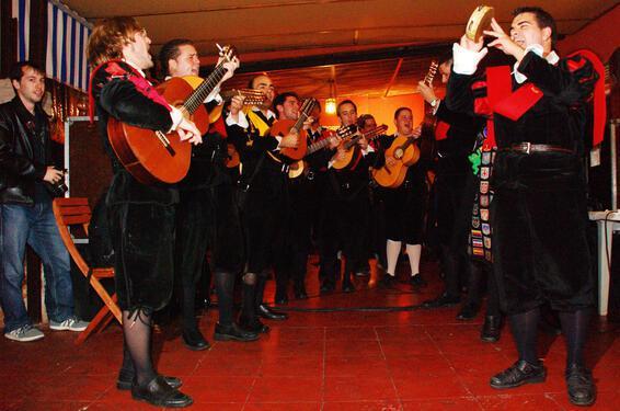 Justmashup spanish music1