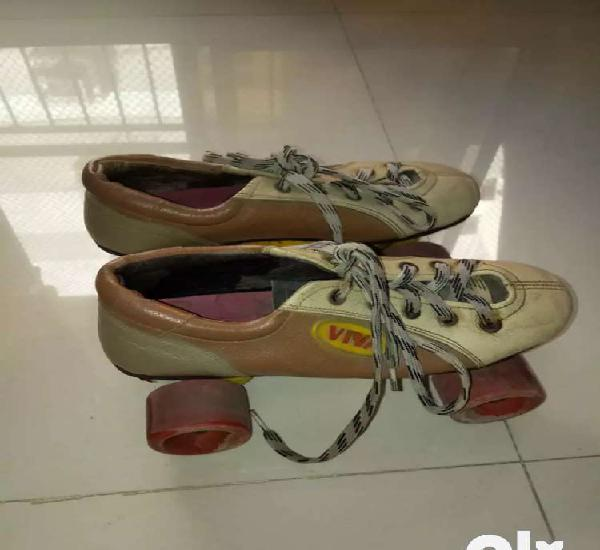 Very excellent condition shoe skates