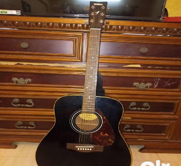 Yamaha f370 guitar