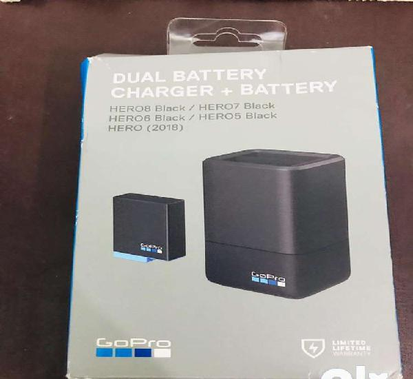 Gopro 8,7 dulae battery charger with one battery no used