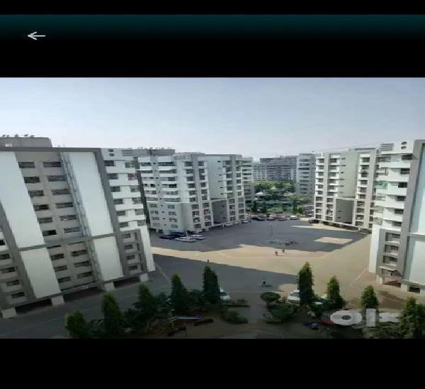 Specius flats 3bhk with sefty door modular kitchen chala