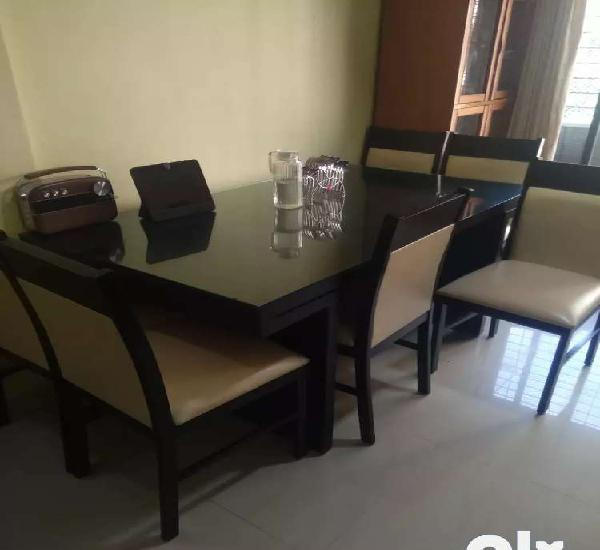 Solid wood 6 seater dining table in hard wood rubber wood