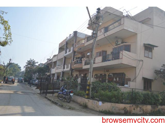 2bhk in sector 17 gurgaon close to cyber city 9899540456