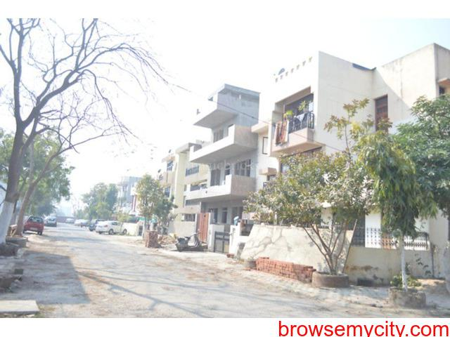 2bhk in sector 17 gurgaon close to iffco chowk 9899540456