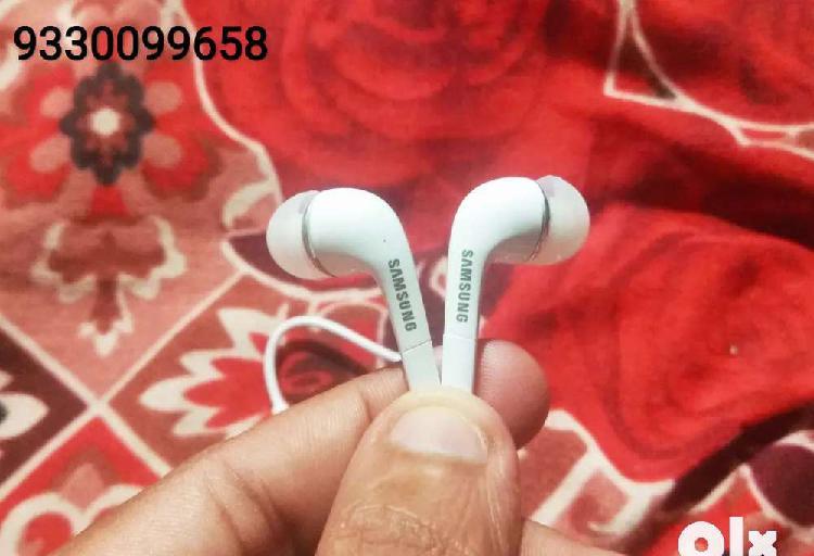 Brand new samsung yr (ys) original earphones/headphones