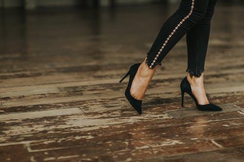 Online shopping footwear