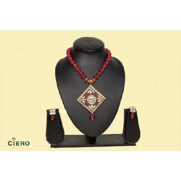 Woman traditional jewelry from ciero jewels