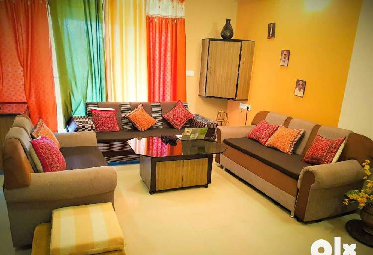 Fully furnished luxurious 3 bhk at new cg road for immediate