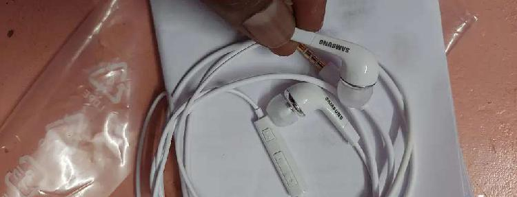 New samsung 3 days ear phones with bill and warranty