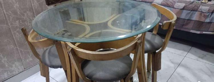 4- seater round dining table