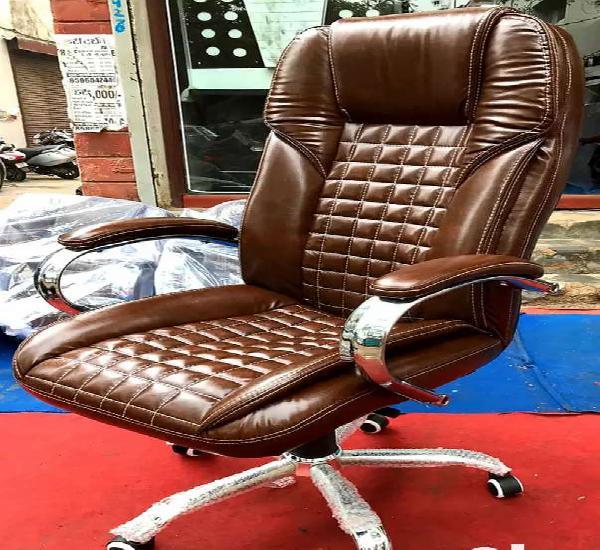 High back extra cushion boss chair