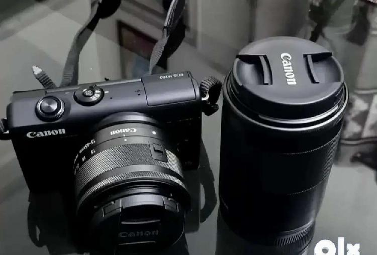 Canon m200 mirrorless camera with dual lens