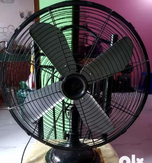 Black table fan