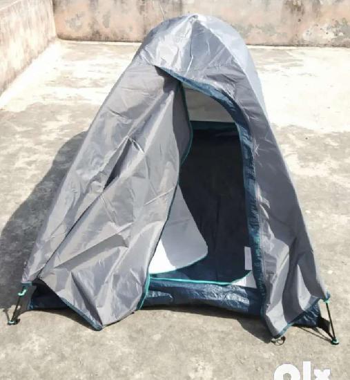 Trekking tent with 2 sleeping bags and 2 matt's